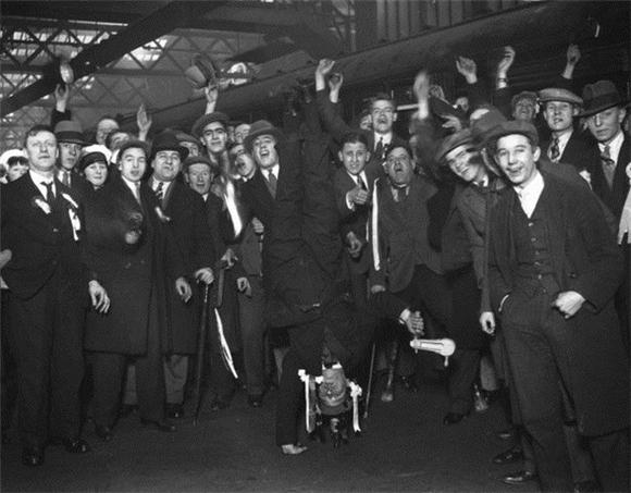 [Изображение: 1930_arsenal-fans.jpg]