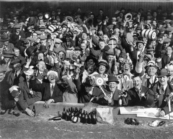 [Изображение: 1933_whu-fans.jpg]